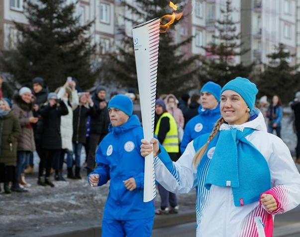 Огонь Универсиады -2019 в руках выпускницы школы Спириной Ольги